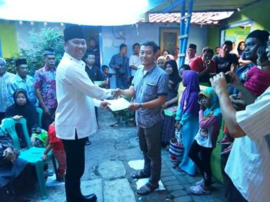 Penyerahan Akta Kematian dari Bapak Kepala Desa Caturtunggal di Padukuhan Samirono